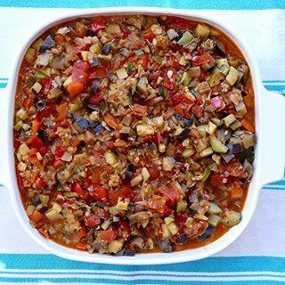 La meilleure ratatouille ! Les légumes restent croquants et conservent leur goût et on y utilise moins de corps gras que dans la ratatouille traditionnelle. Un régal !