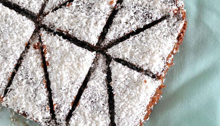 No bake chocolate coconut macadamia slice