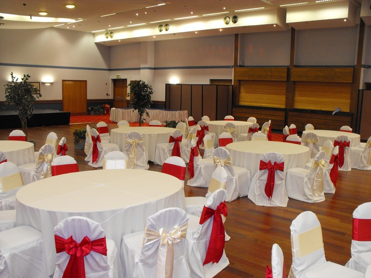 Alternating Red and Ivory Satin Bows on White Chair Covers