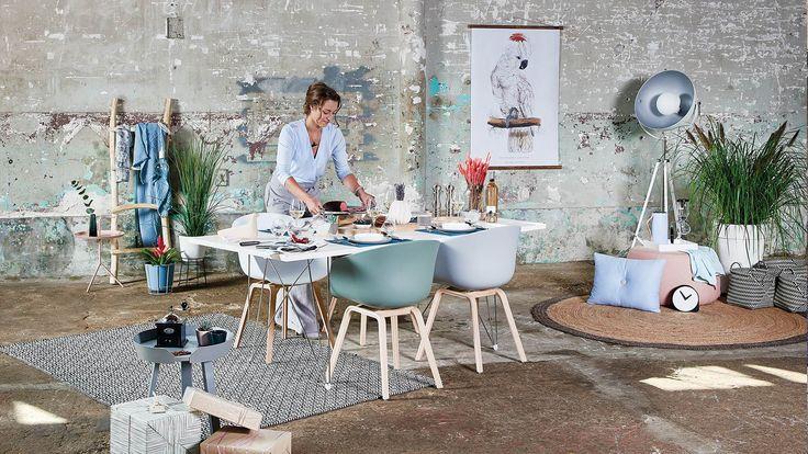Een gedekte tafel in lichte tinten en zonder al te veel poespas: dat is de perfecte aankleding voor een diner in Scandinavische stijl. Wij zetten onze favoriete producten op een rij voor een diner met een Scandinavische twist.