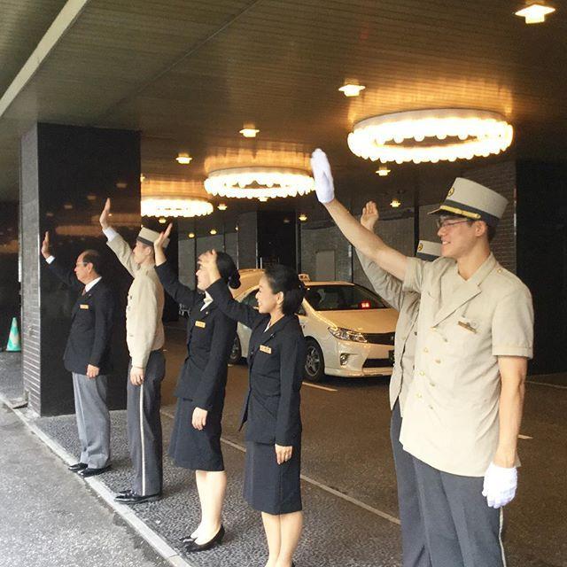 お客様のお見送り。See you again! #okurastaff #okura #hotelokura #hotelokuratokyo #tokyo #japan #オークラ #ホテルオークラ #ホテルオークラ東京