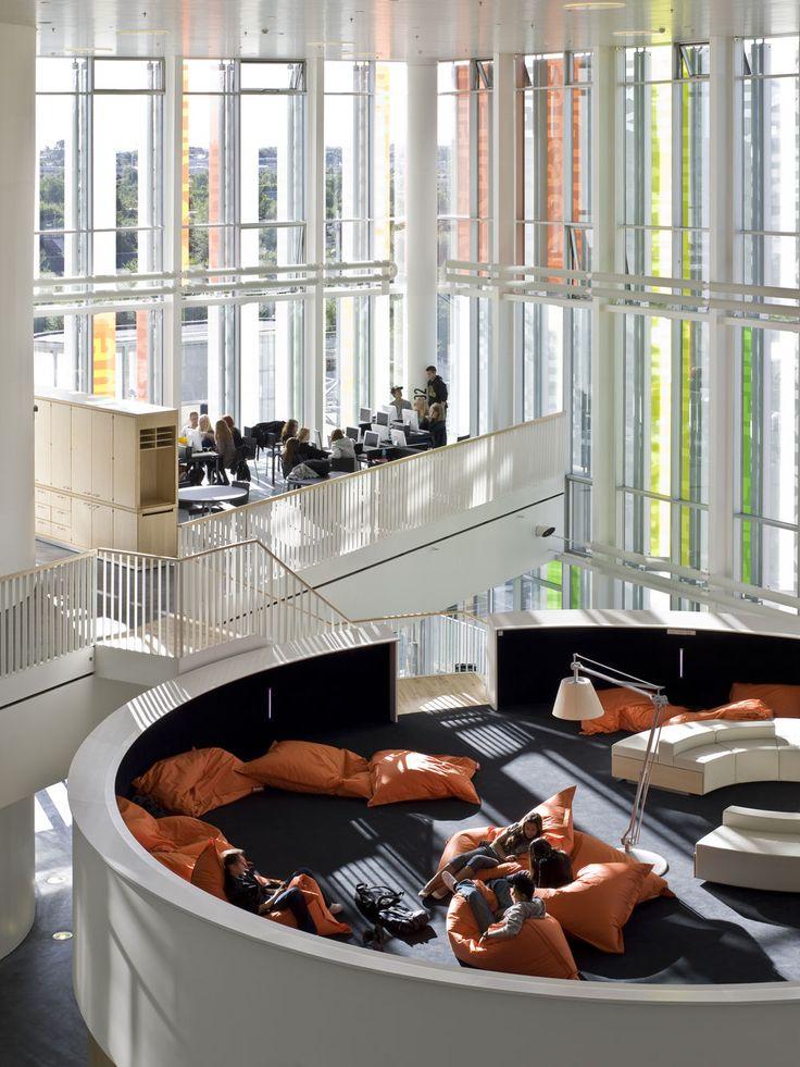 """デンマーク、コペンハーゲンにある高校""""Ørestad High School""""がおしゃれと話題。 この写真、なんと高校の建物内の写真です!"""