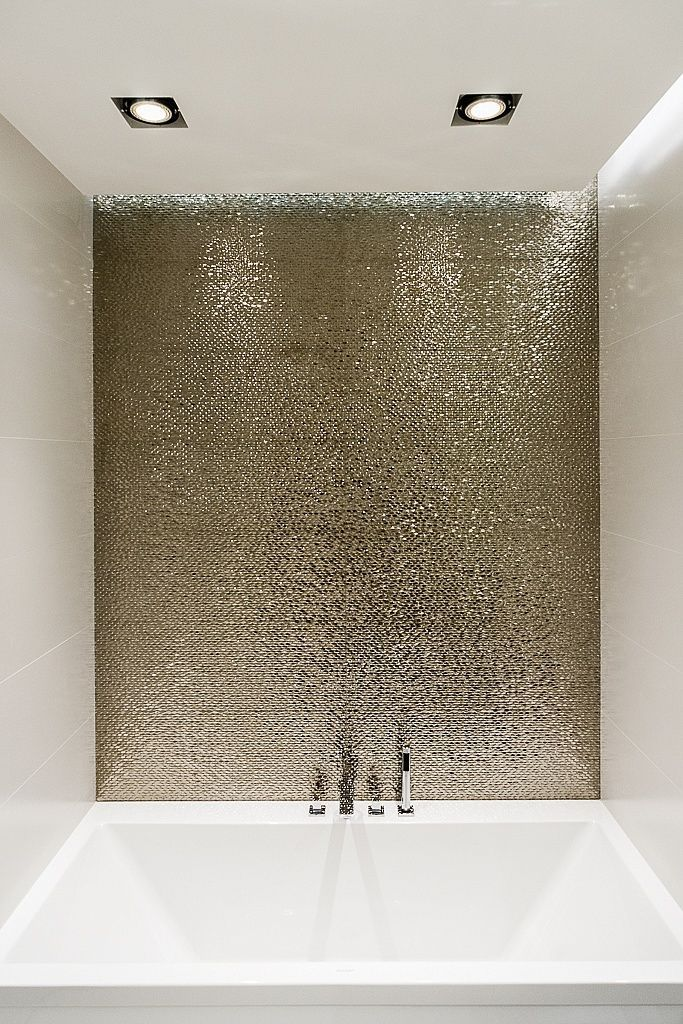 The Hottest D Cor Trend 27 Metallic Tile D Cor Ideas Bathroom
