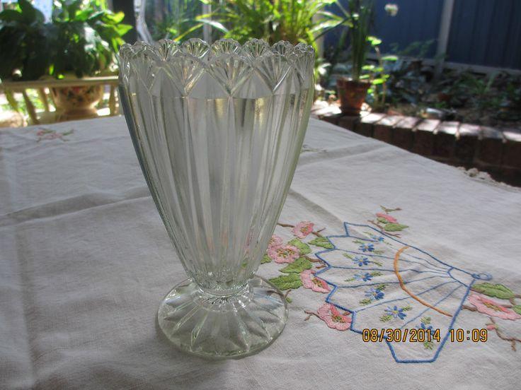 Depression Glass vase,  scallop shell   1930