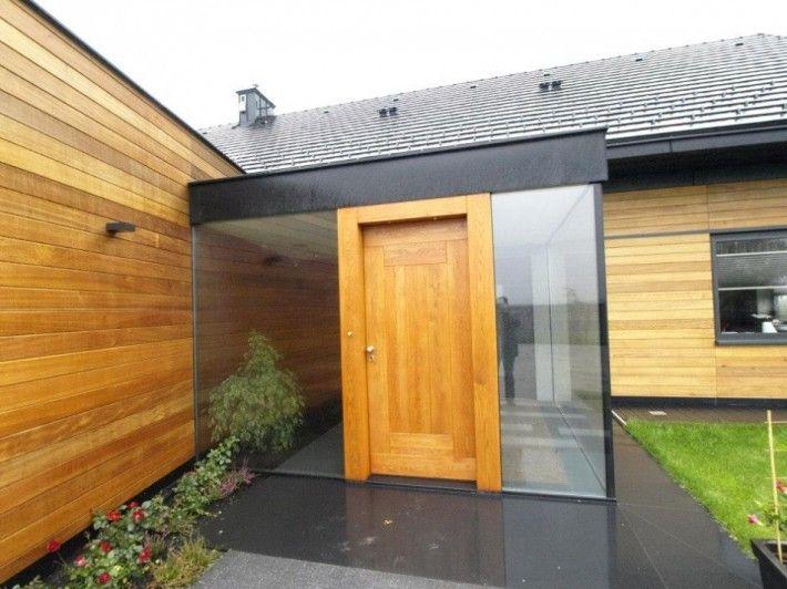 drzwi wejściowe w otoczeniu szkła