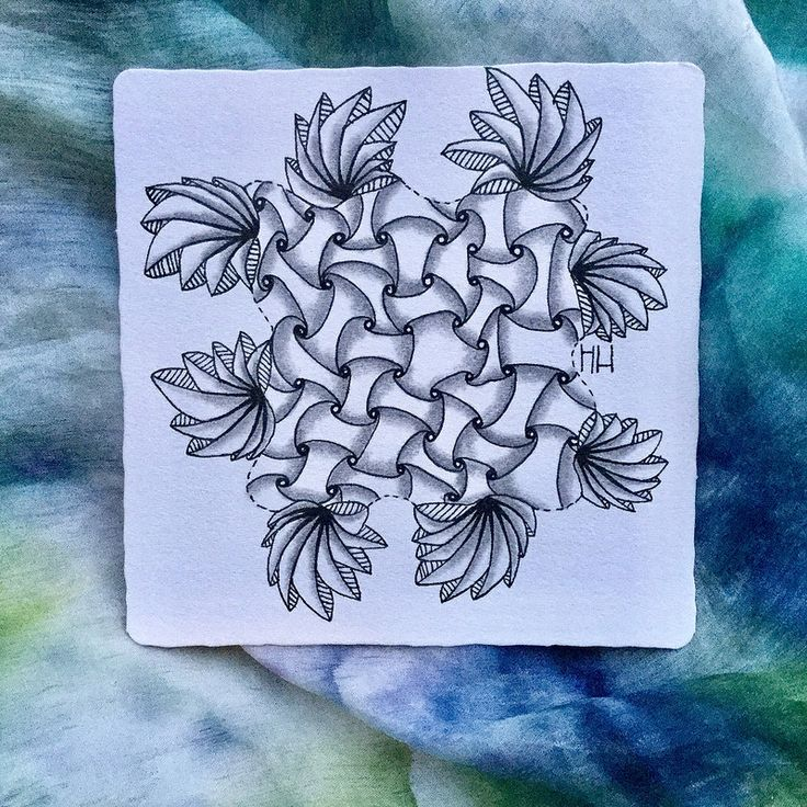 Diva challenge #346 - Duotangle Phicops & Huggins, two tangles I rarely use so it was fun playing a bit with them. | von heikehaimerl