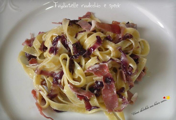 La ricetta del giorno è un primo piatto super-veloce di quelli che fanno comodo quando si va di fretta : tagliatelle radicchio e speck!