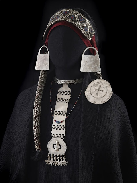 * La Pampas (Argentina) Jewellery, 19th Century.  From the Las Pampa Art & Culture in 19th Century exhibition by PROA.   ( http://www.proa.org/eng/exhibition-las-pampas.php ). Photo credit Jose Luis Rodriguez.