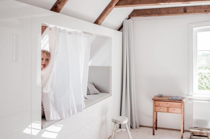 das g stezimmer im obergeschoss der welle8 fotolocation hat eine vollverglaste trennwand zum. Black Bedroom Furniture Sets. Home Design Ideas