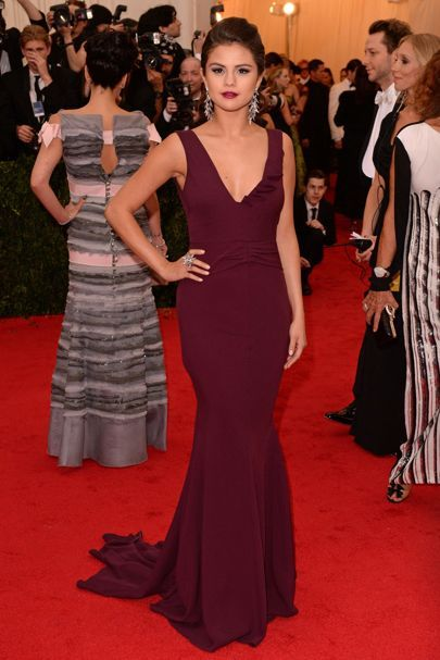 At the Met Gala ball, she was dressed by Diane von Furstenburg in a plum coloured gown, which she wore with Lorraine Schwartz jewellery.