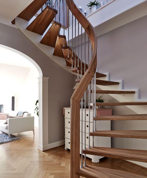 S-trappa med öppna trappor.
