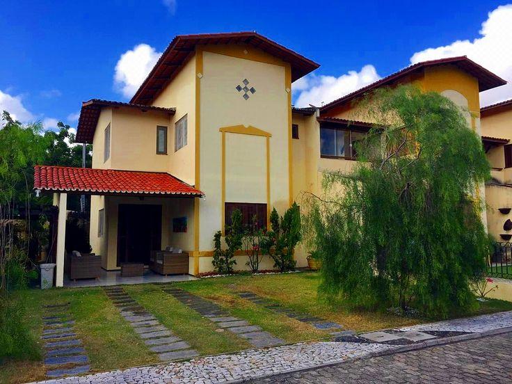 Excelente casa duplex em condomínio fechado, localizado a