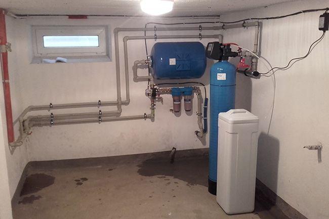 Obniżenie rachunku za wodę z miejskiego wodociągu, który niejednego właściciela domu przyprawił chociaż raz o palpitacje serca, nie jest wbrew pozorom rzeczą niemożliwą do wykonania. www.liderbudowlany.pl