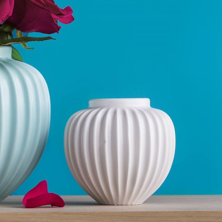 White fluted vase | hardtofind.