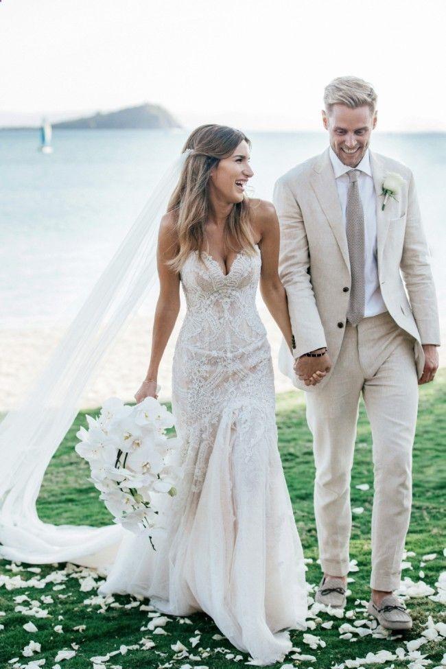 30 Beach Wedding Dresses Perfect For A Beach Wedding The Knot To Tie Beach Wedding Dress Second Hand Wedding Dresses Wedding Outfit