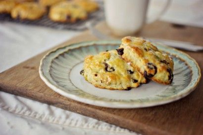 Dark Chocolate Chip, Cherry and Pistachio Scones | Tasty Kitchen: A ...