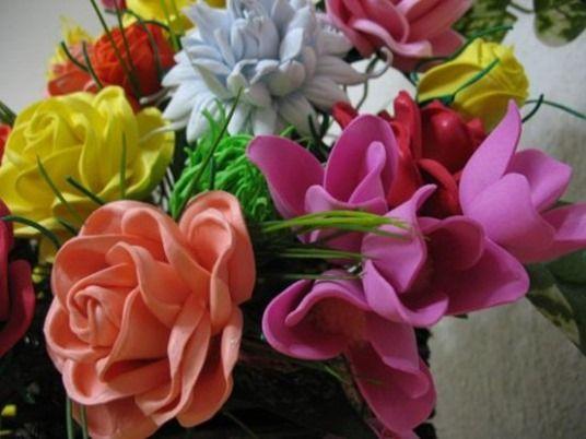 Cómo hacer flores de goma eva paso a paso