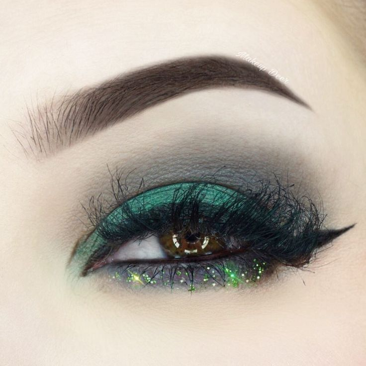 "Makeup Deer on Instagram: ""Good Morning Guys! ☀️ What´s your plans for today?  I did this Makeup Look some days ago and i love it so much. Green Makeup is something a…"""