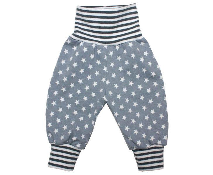 **Pumphose Stars grau-weiß** Strampelfreiheit garantiert. Bequeme Pumphose aus leichtem, weichen Jersey in grau mit weißen Sternen. Lange tragbar durch die Umschlagbündchen an Bauch und...