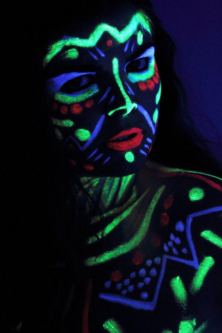 https://flic.kr/p/h8cKJB   My wolrd like Avatar   Sesión bodypaintingvcon luz ultra violeta y una gran amiga.  Photographer: Alexandra Galiano Model: Adrian Bucea