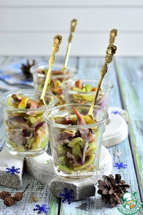 Порционный салат с телятиной, авокадо, киви