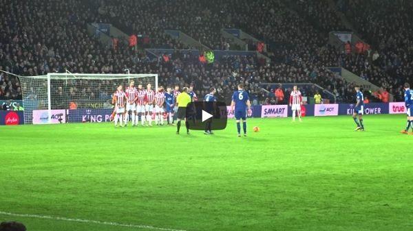 Śmieszny rzut wolny w wykonaniu Roberta Hutha w meczu Leicester City vs Stoke City • Piłka wylądowała na aucie • Wejdź i zobacz film #leicester #funny #freekick #football #soccer #pilkanozna #futbol #sport #sports