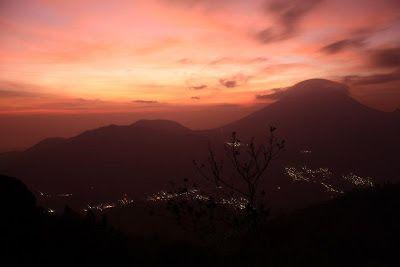 Sikunir dan Berburu Sunrise di Puncak Para Dewa