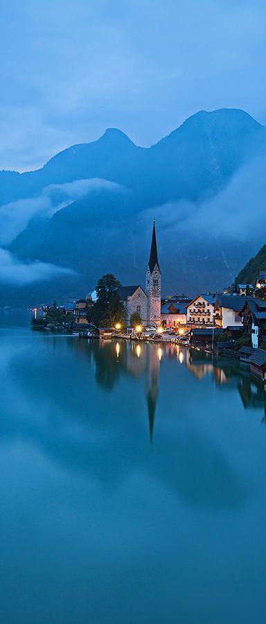♥ Hallstatt, Austria Este lugar es magico, anhelo ir en algun momento de mi vida