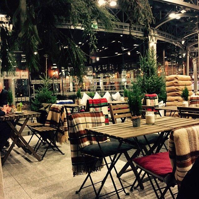 Wpadajcie na wieczorne pogaduchy ze znajomymi w Le Targ Bistro & Bar przy grzanym winie i przepysznym jedzeniu! #letarg #letargbistro #evening #starybrowar #poznan #restaurant #place #blanket #blankets #cosy #pleasure #pzn #tables #visitus #lovely #deco #decoration #decorations #design #vsco #vscocam #vscolovers #vscopoland
