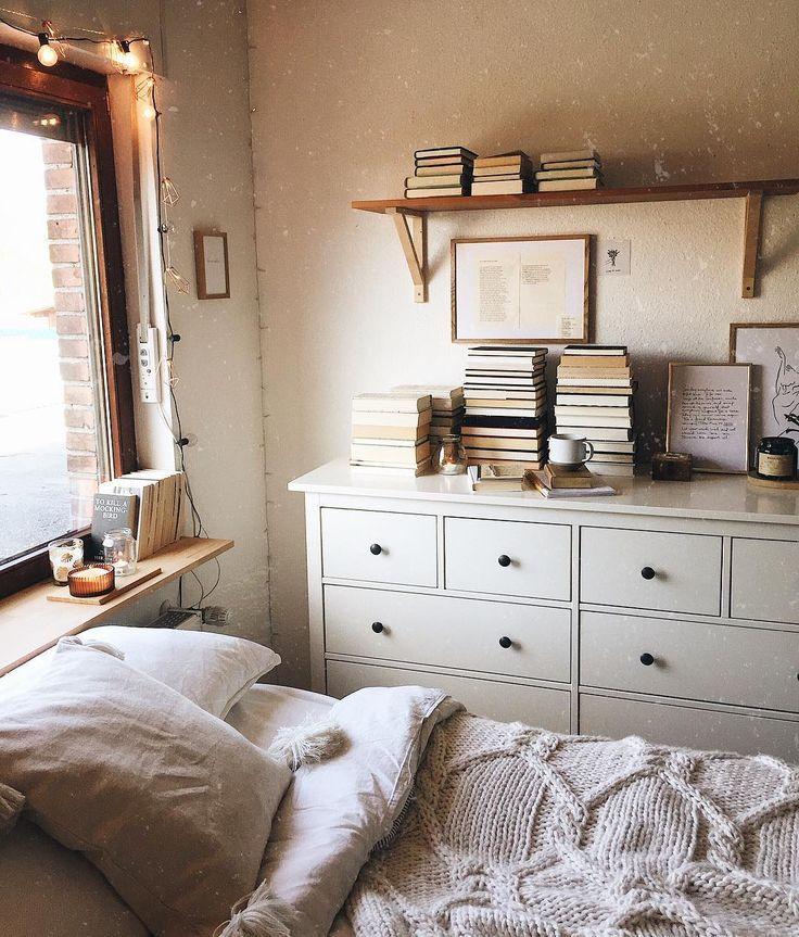 Ich habe mein Zimmer (wieder) neu eingerichtet, ein paar Bücher und neue Lichterketten gekauft und kann nicht  – room