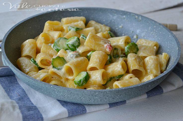 Pasta con zucchine pancetta e gorgonzola