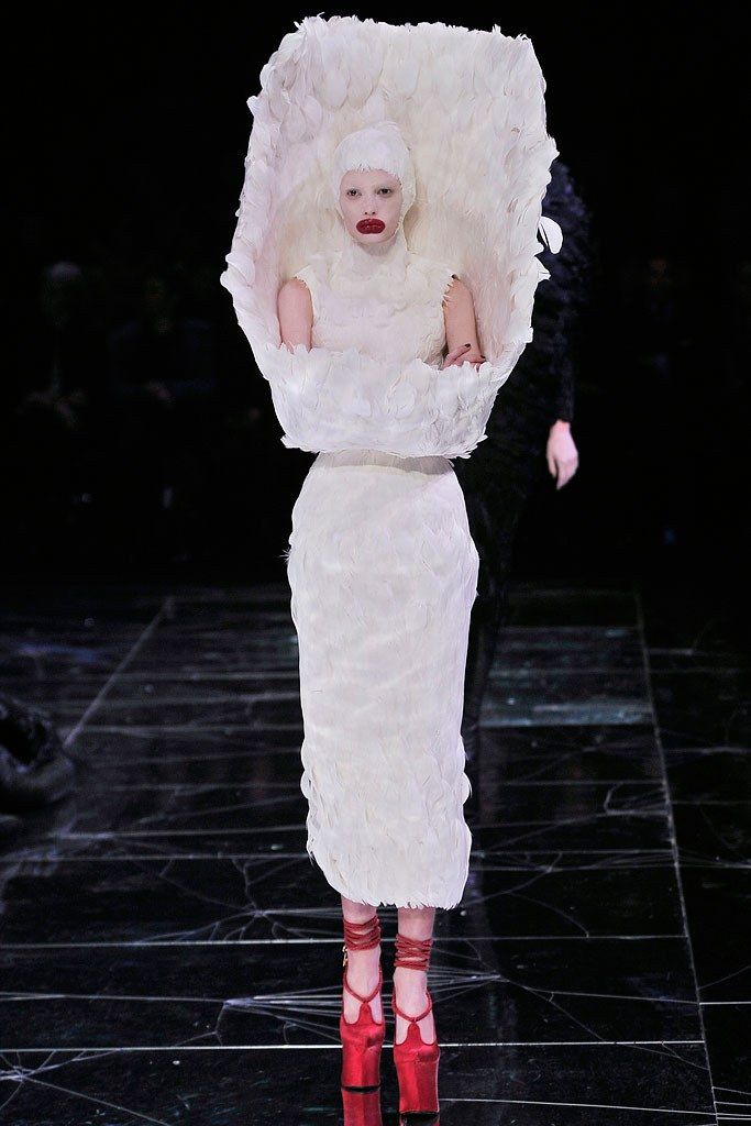 Alexander McQueen Fall 2009 Ready-to-Wear Fashion Show - Sigrid Agren (Elite)
