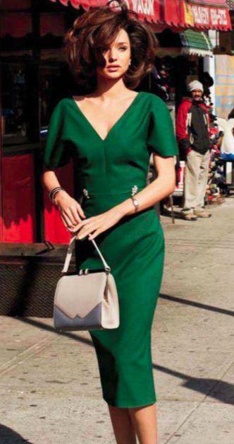 Vestido con corte *muy favorecedor*, estiliza el escote y las mangas japonesas son preciosas.  gorgeous green dress