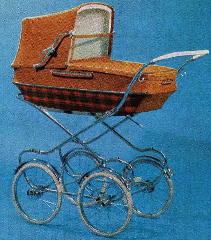 SVENSKTILLVERKADE BARNVAGNAR FRÅN 1960-TALET I foldern för 1969 finns denna. Hög modell, men låg korg.  Textil eller plastväv och celluloidhandtag.     Vikt: 18 kg.
