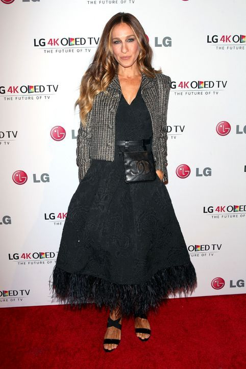 Fanny pack???  Well, it is Chanel!   sarah-jessica-parker-chanel-fanny-pack-art-of-pixel-gala-2014