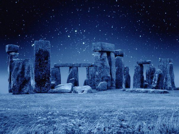 Breath taking Stonehenge in the middle of the night...