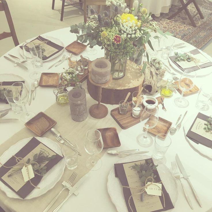 """*make it one* テーブルコーディネート。 お料理はフルコースでお出ししましたが ゲストと""""shareする""""を感じていただきたく テーブル中央に岩塩やガーリックチップ、 ソースなどをご用意。 ------------------------ 新郎が新婦にたくさんの花束を プレゼントしたというエピソードから、 (ブーケ=お花が集まってひとつになる)=one、 結婚して2人が夫婦になる、 お互いが特別な存在(=only one)になる、 結婚式では2つの家族がひとつになる、 思い出に残る1日(=one day)になる、 みんながひとつになってほしい。 そんなふたりの想いがこもったコンセプト。 #TRUNKBYSHOTOGALLERY #wedding #weddingtbt #camping #granping #結婚式 #結婚式準備 #結婚式場 #披露宴 #ゲストテーブル #キャンプ #グランピング #ガーデンウエディング #ナチュラルウエディング #ウエディングプランナー #キャンドル #ウエディングフォト #プレ花嫁 #卒花嫁 #卒花…"""