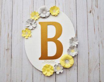 Decoración de fiesta temática marco Floral oval monograma pieza central amarillo y gris, apoyos de la foto, primer cumpleaños, decoración de habitación de bebé