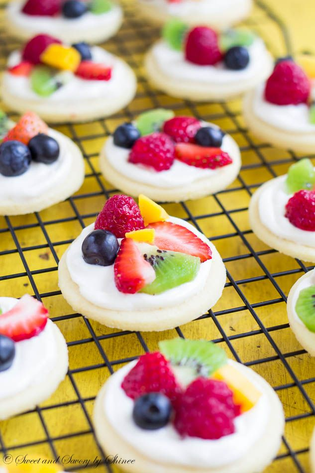 Summer classic dessert in bite-size! These mini fruit pizzas are built on simple soft sugar cookies and topped with white chocolate cream cheese filling and colorful fresh fruits. ~Sweet and Savory by Shinee