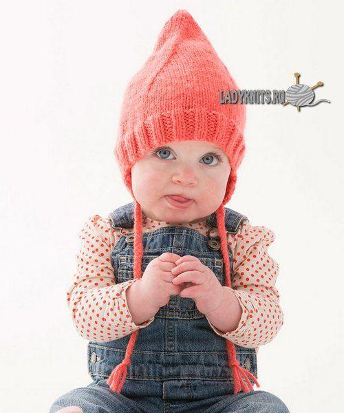 Вязаная спицами забавная шапочка для малыша