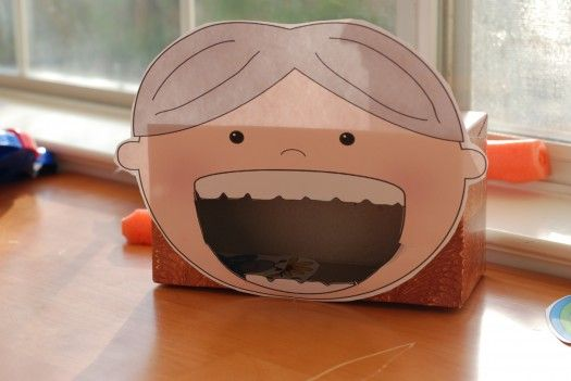 Freebie Friday: FEED The Old Lady Who Swallowed the Clover - Re-pinned by @PediaStaff – Please Visit http://ht.ly/63sNt for all our pediatric therapy pins