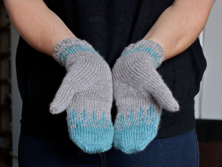 Pattern: Modification of Lovisa Armwarmers by Sarah Pope www.bluegarter.org/category/mittens-gloves/lovisa-armwarm... Yarn: Drops Karisma Needles: 3.25 mm