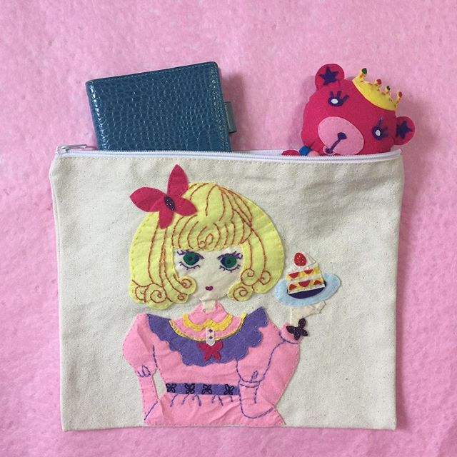 Sweet Lolita World. #craft #felt #patchwork #embroidery #illustration #handmade #pouch #handicraft #handcraft #sewing #design #creative #art #artwork #手作り #ハンドメイド #イラスト #イラストレーション #人形 #핸드메이드 #펠트 #일러스트 #소녀감성