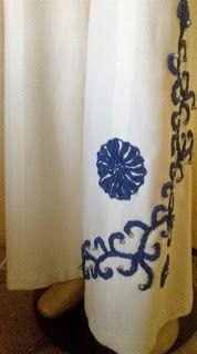 Manócska újjávarázsló ötletei: Elegáns fehér nadrág gyöngyös horgolt virággal