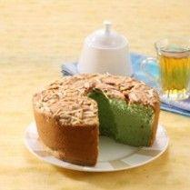 CHIFFON CAKE TAPE PANDAN PUTIH TELUR http://www.sajiansedap.com/recipe/detail/8809/chiffon-cake-tape-pandan-putih-telur