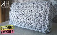 Come fare una pochette a uncinetto con la fettuccia a punto stella. Tutte le spiegazioni e i passaggi in italiano per realizzarla. #crochet #tutorial #diy