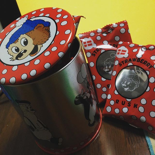 Instagram media ___megumi___ - 今日初めて知ったデンマークのキャラクター。RASMUS KLUMP(ラスムスクルンプ)!蓋が缶バッチになっててすっごい可愛い!!イチゴのラスクが入ってました!
