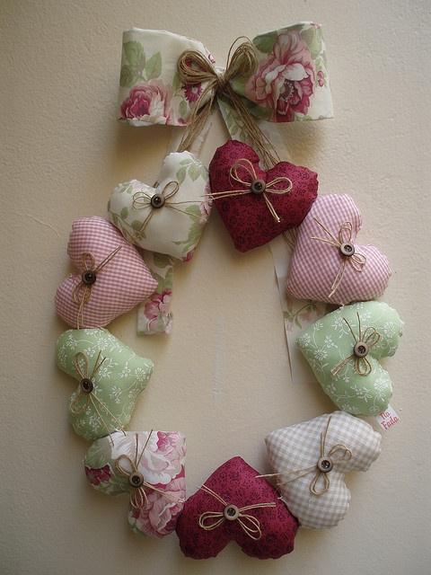 Guirlanda de corações by Tia Fada, via Flickr...This heart wreath is so pretty!