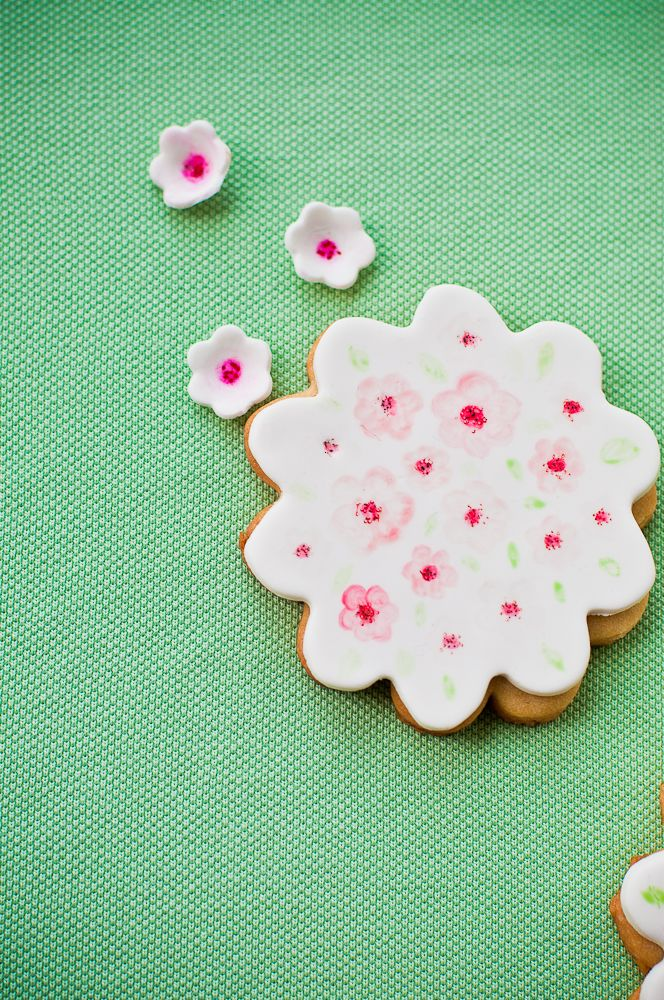 #SweetTreatbyShaily #SweetTreat #Treat #Shaily #Cupcake #Dessert #HandPainted #Painted #Floral