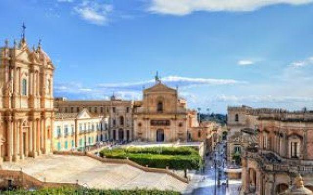 """Su sollecitazione, Unesco Italia ha finalmente corretto sul suo sito web: si dice """"il"""" Val di Noto, non """"la"""" Val di Noto Su (mia) sollecitazione, l'Unesco Italia ha rimosso dal suo sito Internet un grave errore che campeggiava lì da tanto tempo. Finalmente """"le città tardo-barocche"""" del sud-est della Sicilia tornano [i] #valdinoto #unesco #sicilia"""